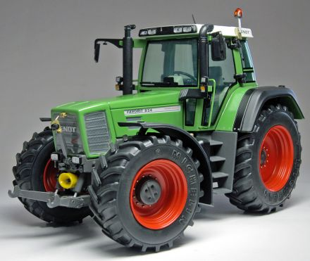 1002_FENDT_FAVORIT_824_front_WEB.jpg