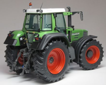 1002_FENDT_FAVORIT_824_rear_WEB.jpg