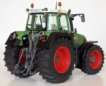 1026-FENDT-926-2gen-rear.jpg