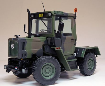 2039-MB-trac-700K-camouflage-front_WEB.jpg